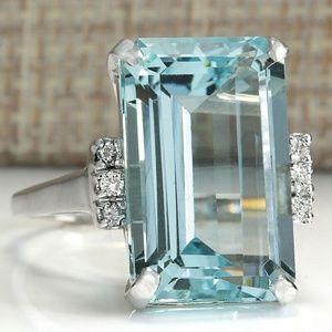 Luxury 925 Silver Emerald Cut Aquamarine Ring